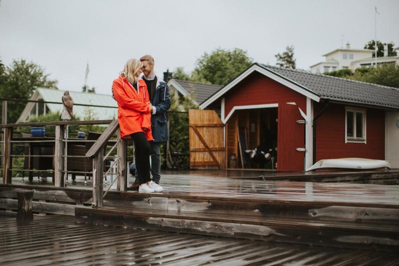 001-Linn_johan_inför_bröllop_parfoto_Österskär_Österåsåker_Henrik_Mill_sweden_Västerås_Stockholm