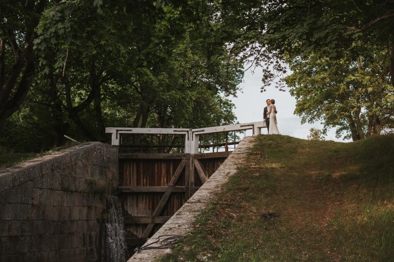 Charlotte och Erik Brudpar bröllop Strömsholms kanal