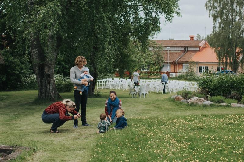 004-melody_martin_swedish_wedding_brollop_hem_till_garden_vasteras_fotograf_henrik_mill