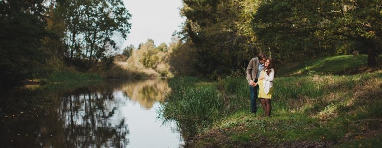 Gravid Gravidfoto Gravidfotografering Familjefoto Parfoto Utomhus Familj Fotografering Familjefotografering Västerås Fotograf Henrik Mill Sverige