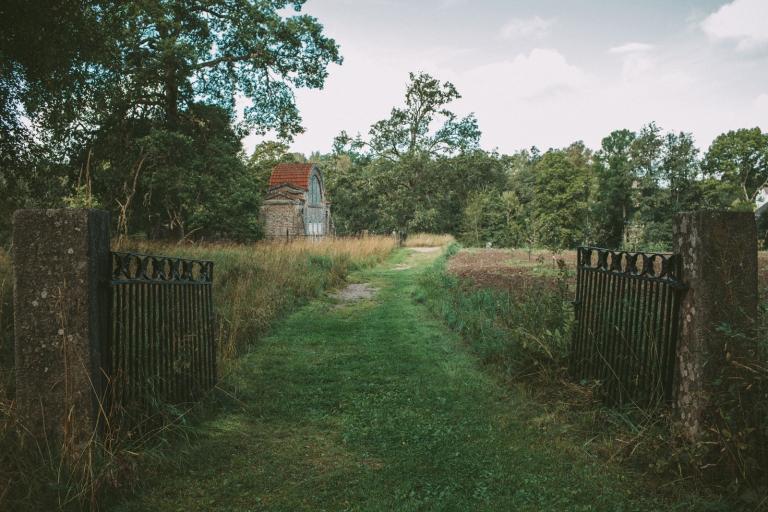 Ingång till mausoleum Färna Herrgård