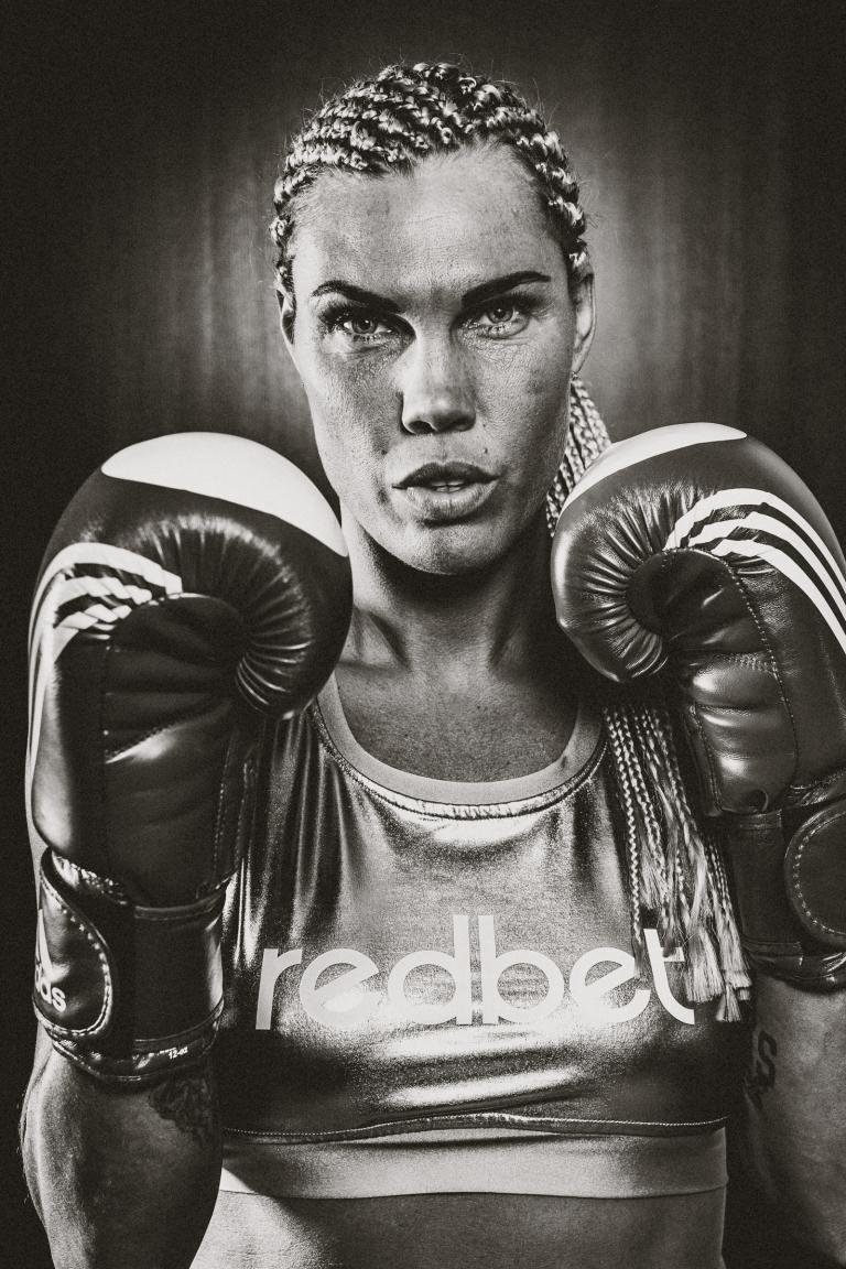 002-mikaela_lauren_swedish_Super_Welterweight_in_the_world_boxer__fotograf-henrik-mill