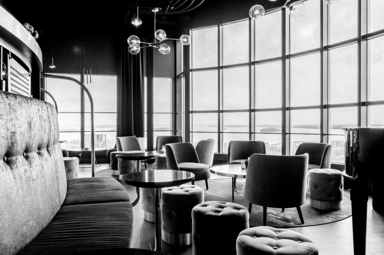Skybar hotel Bar Skrapan interior interiör fotografering foto nyrenoverad bar retro fotograf Henrik Mill Västerås Sverige