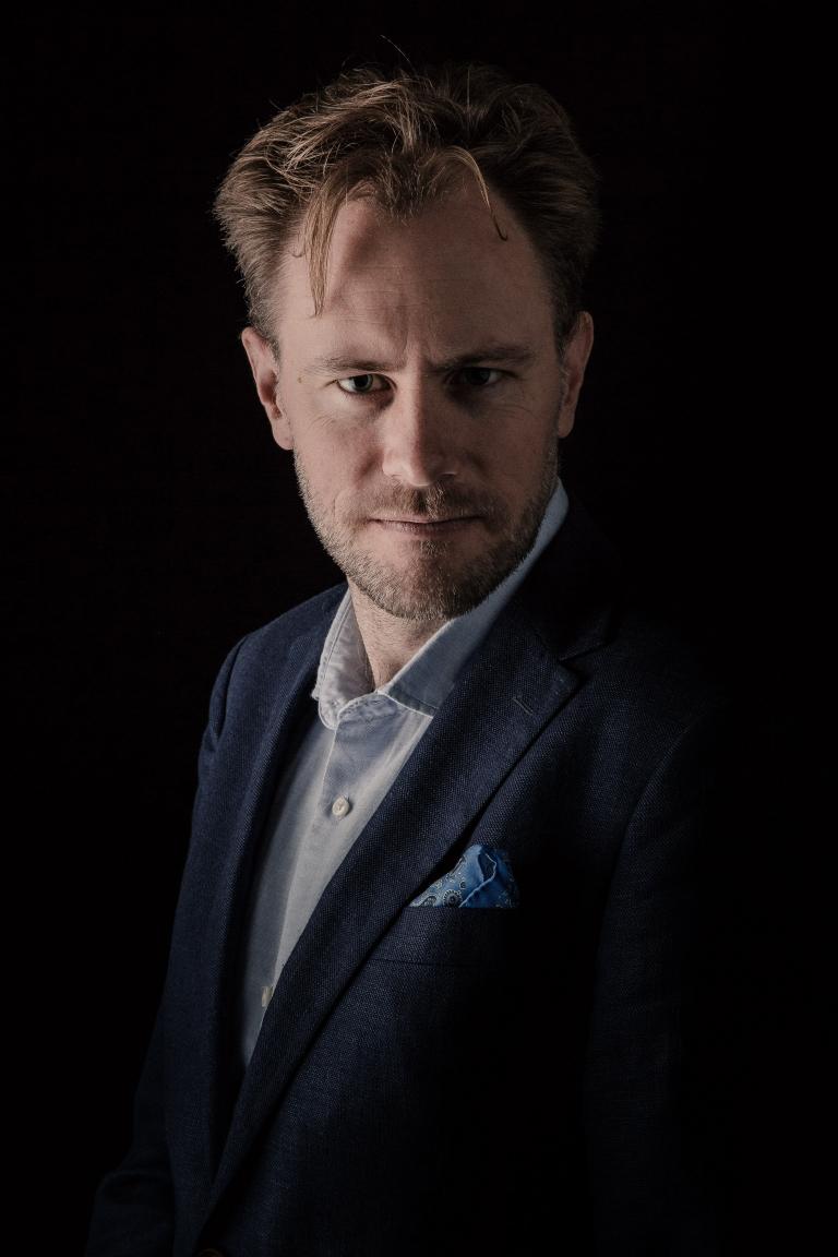 Porträtt Pressbild Pressbilder Operasångare Headshot Studio Snyggt ljus Fotograf Henrik Mill